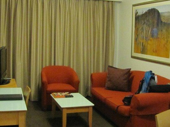 Medina Serviced Apartments Martin Place: Living room