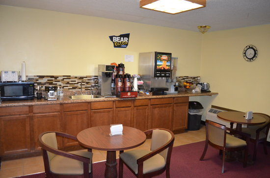 Travelodge Inn and Suites Muscatine: Breakfast area