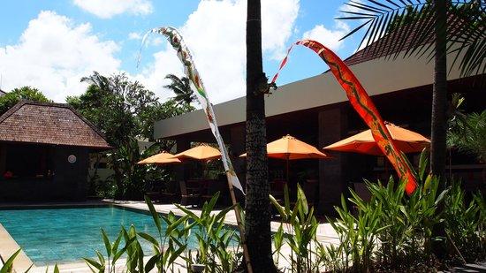 Sun Island Boutique Villas & Spa: Pool and Dining area