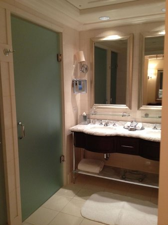 The St. Regis Atlanta: bathroom