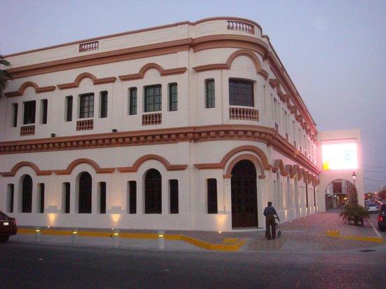 Hotel Fenix : a unas cuadras