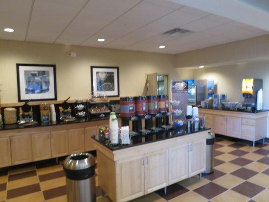 Hampton Inn & Suites Minot / Airport: The breakfast area