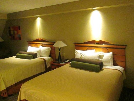 Twin room - Picture of Luxor Hotel & Casino, Las Vegas - TripAdvisor