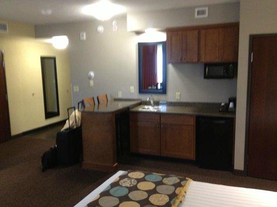 Drury Plaza Hotel San Antonio North Stone Oak: Room fridge, microwave, table