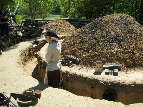 American Revolution Museum at Yorktown: the kitchen - a complete circle with multiple cooking stations