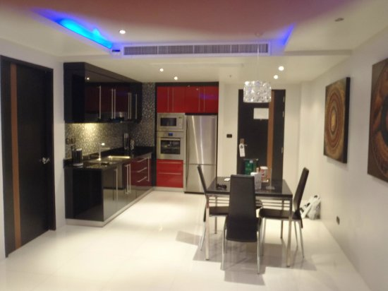 Absolute Bangla Suites: large kitchen and dining area