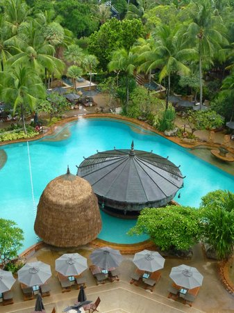 Movenpick Resort & Spa Karon Beach Phuket: Pool View from Balcony