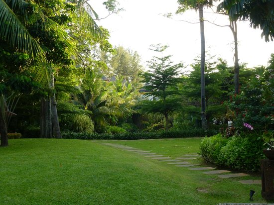 Movenpick Resort & Spa Karon Beach Phuket: Gardens