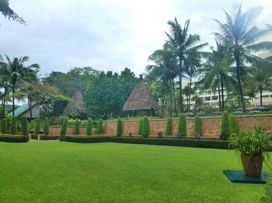 Movenpick Resort & Spa Karon Beach Phuket: Gardens at the Resort