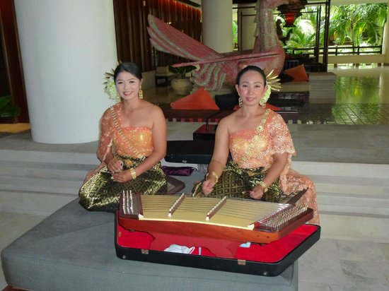 ‪‪Movenpick Resort and Spa Karon Beach Phuket‬: Entertainment in the Hotel Foyer‬