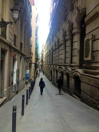 Hotel Denit Barcelona: This is the street walking from Playa de Catalunya
