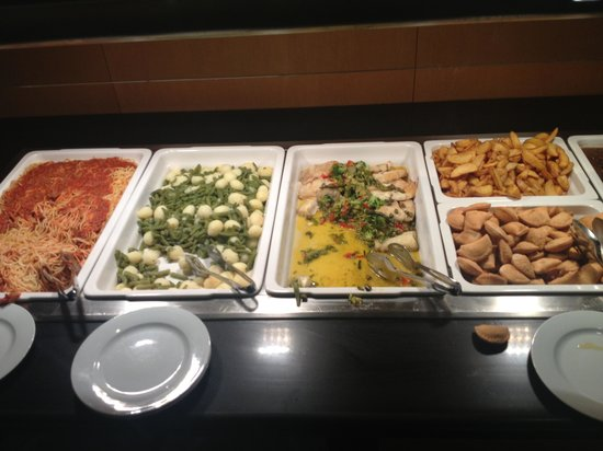 Tryp Barcelona Aeropuerto: School dinner style dinner at 22 Euros