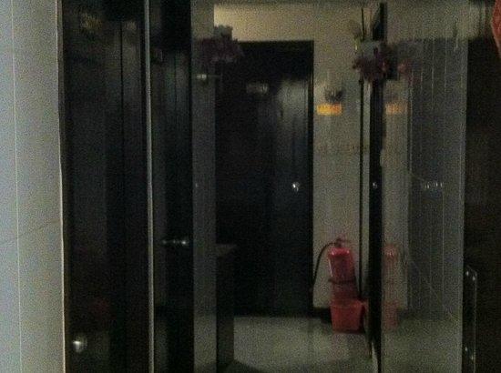 Hong Kong Tai Wan Hotel: 部屋入り口