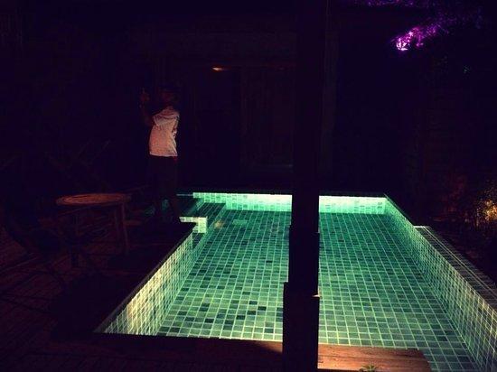 Tango Luxe Beach Villa: Private pool at night