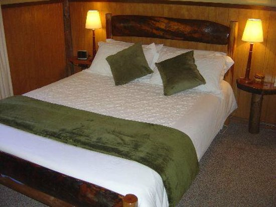 The Allyn Riverside Cabins: Bedroom