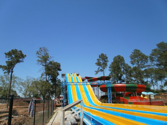 Lone Star Jellystone Park: Massive water slide