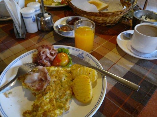 Hotel Manang: breakfast at manang