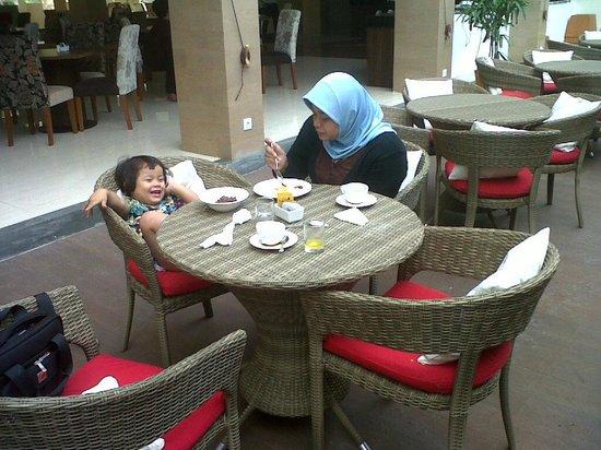 Atanaya Hotel : Tempat sarapan ada yang indoor maupun outdoor