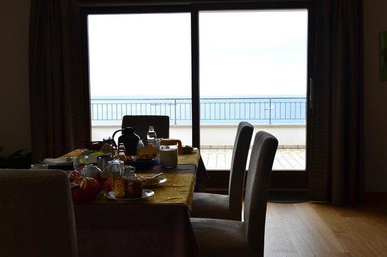 Bed & Breakfast Al Tramonto: vista sala da pranzo su terrazza