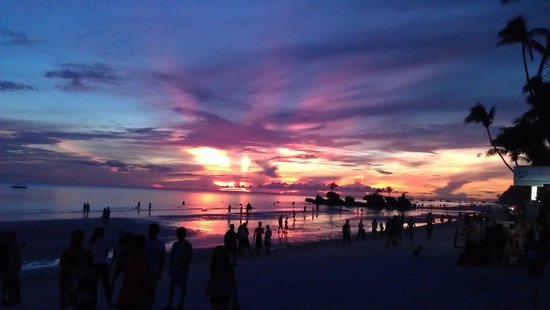 Boracay Beach Club : Sunset from the beach bar