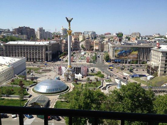 Hotel Ukraine: Великолепный вид из окна - единственный плюс гостиницы.
