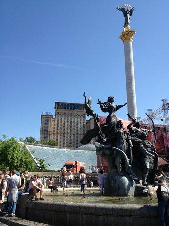 Hotel Ukraine: Самый центр Киева. Центрее не бывает.