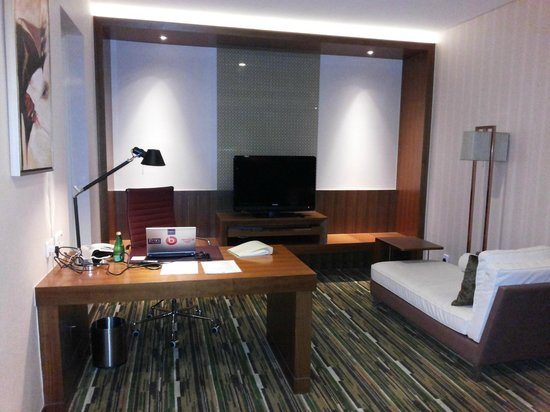 Holiday Inn Shanghai Jinxiu: My working place.....