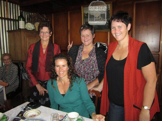 Carter Cottages Accommodation: Roma,Fleur,Natasha and Tamara at Carter Cottages Mother's Day