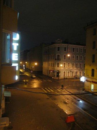 Hotel AlexanderPlatz: Вид с балкона (налево)