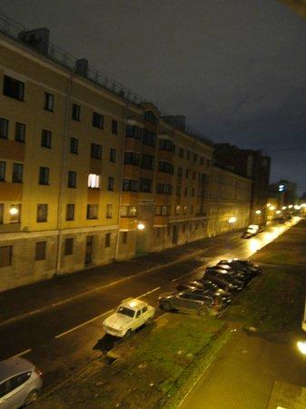 Hotel AlexanderPlatz: Вид с балкона (направо)