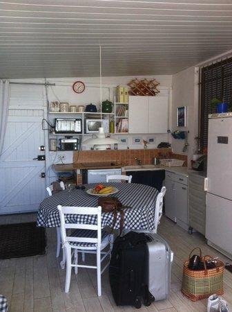 Cabane Pain de Sucre : Coin Cuisine et salle à manger