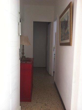 Cabane Pain de Sucre : Couloir qui mène aux chambres