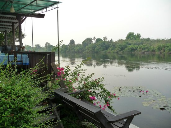 River Kwai Bridge Resort: Riverside restaurant