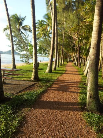Marlin Waters Beachfront Apartments: Palm Cove Beachfront