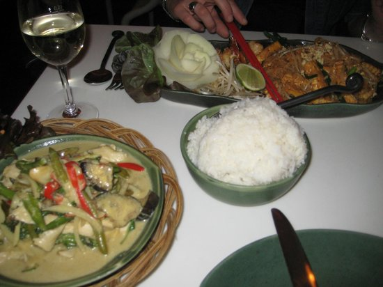 Goodtime: pad thai, curry verde di pollo