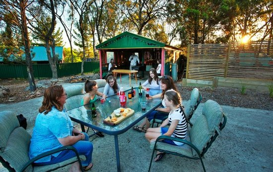 Murray Gardens Motel & Cottages: 1 of our BBQ Areas