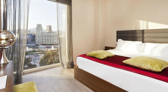 Olivia Plaza Hotel: Siute facing Plaza Catalunya