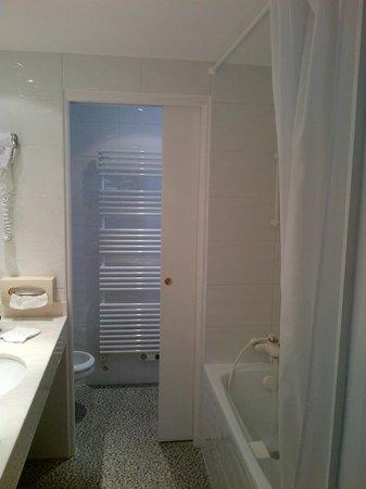 Hotel Le Richelieu : bath room