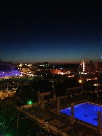 Radisson Blu Hotel, Marseille Vieux Port : Piscine Sur Le Toit Et Vue Sur L
