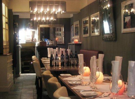Wijncafe de rijke jansen: Klein en gezellig huiskamer restaurantje