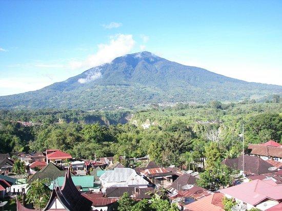 Novotel Bukittinggi: Mt Merapi from 4th Floor Lounge again