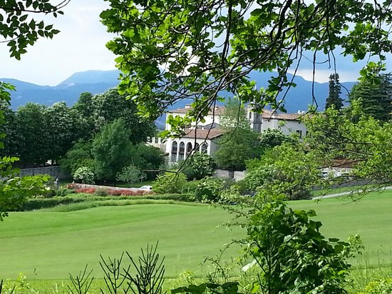 Palazzo Arzaga Hotel Spa & Golf Resort : Hotel views from the jogging circuit