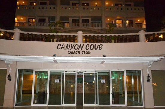 Canyon Cove Hotel & Spa: Main Facade at night