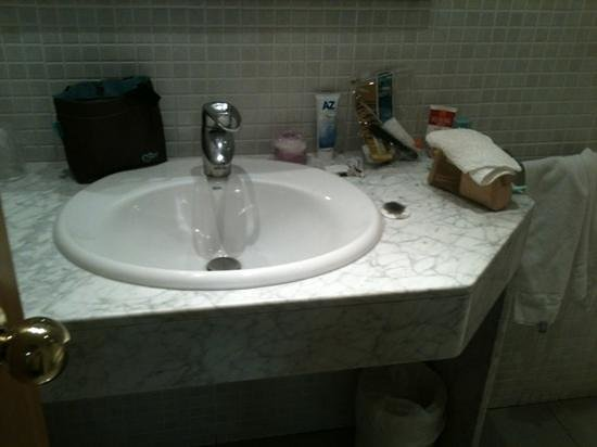 Hotel Condestable: bagno molto spazioso