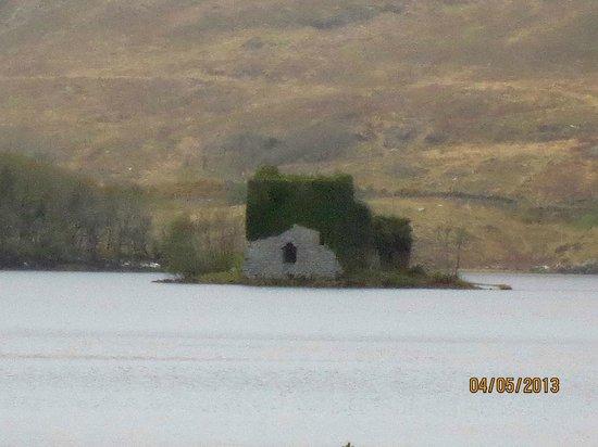 Ballynahinch Castle Hotel: The O'Flaherty castle on the Lough
