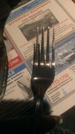 G & M Restaurant & Lounge: Nasty Silverware at G&M