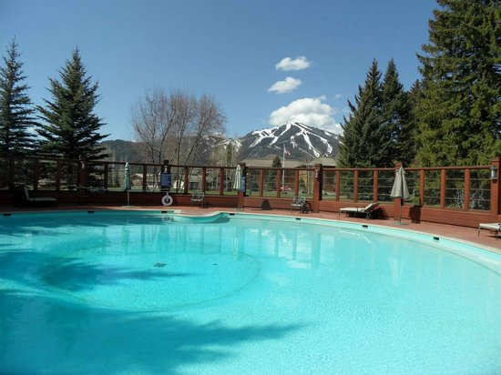 Sun Valley Lodge: Sun Valley Inn, poolside
