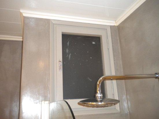 Hotel Pessets & Spa: pinturita en los cristales