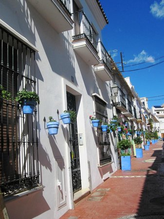 ‪إيستيبونا, إسبانيا: Estepona Old Town - the Calle San Antonio‬