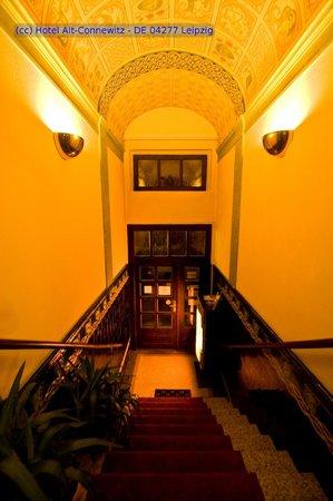 Hotel Alt-Connewitz: Eingangsbereich - Tonnengewölbe - Nacht